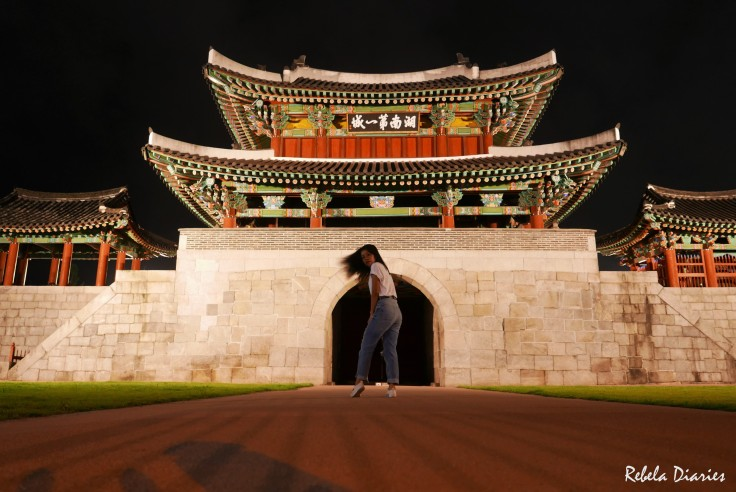 Pungnammun Gate at night plus awra