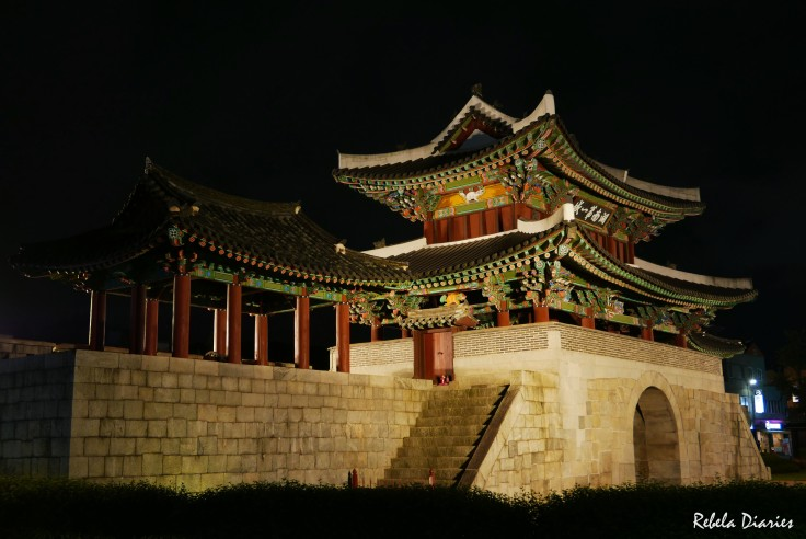Pungnammun Gate at night