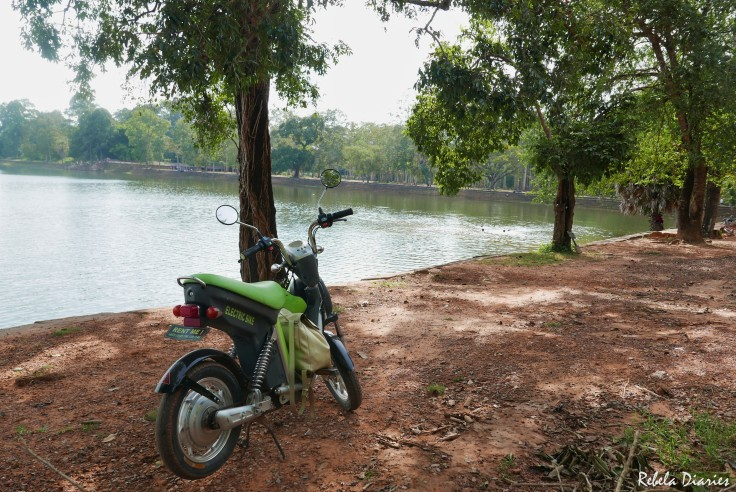 Break by the lake in Angkor Complex