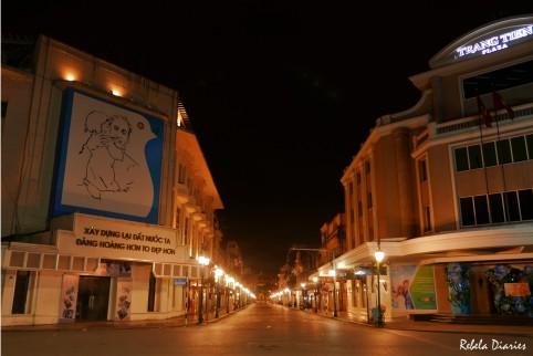 Trang Tien Plaza at night